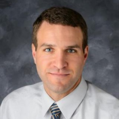 Head shot of Mike Weaver, assistant to the vice president for research at the University of Iowa